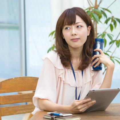 カフェでお洒落に働く女性(OL)|山形モデルネット