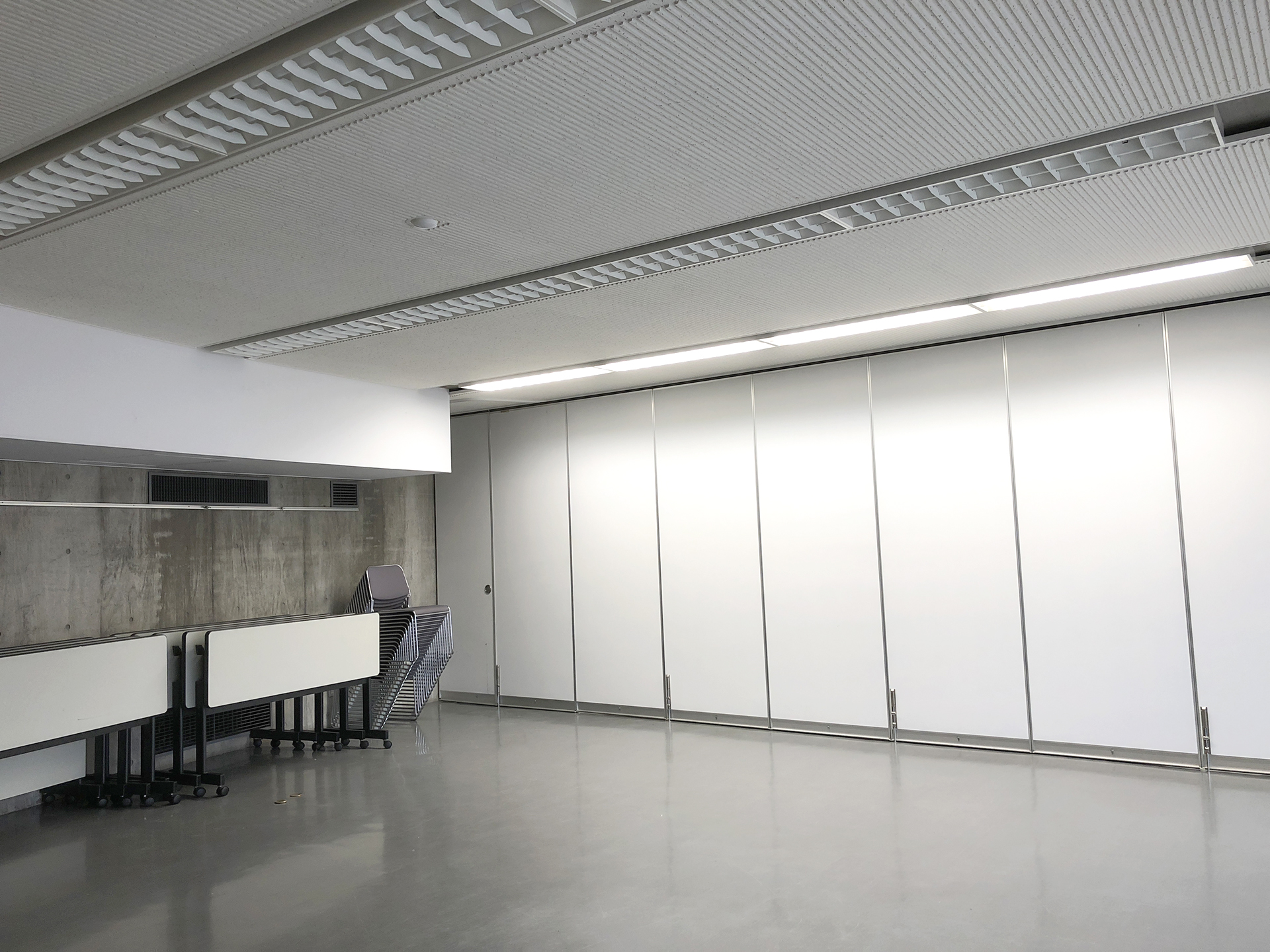 新しいロケ場所候補のミーティングルーム